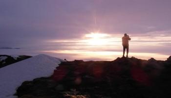 Zachód słońca z plecakiem