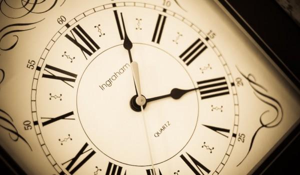 cofnąć się w czasie