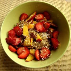 owsianka z nektarynk i truskawkami Uwielbiam lt3 weganizm