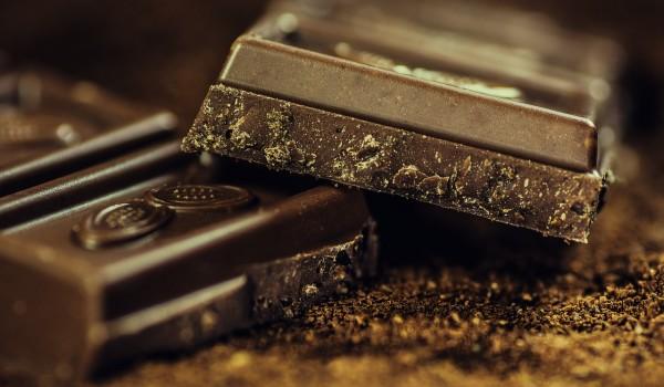 jedzenie czekolady powoduje tycie