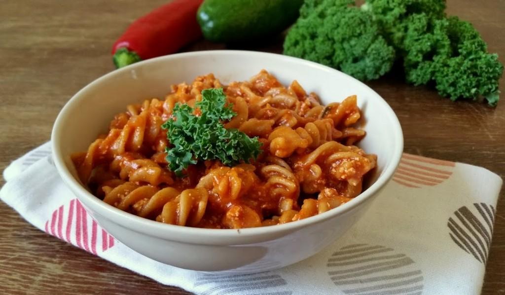 Najprostrzy przepis na makaron z sosem pomidorowym i tofu
