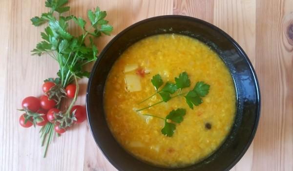zupa z żółtej soczewicy