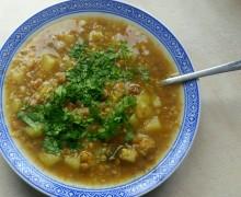Jesienna zupa z kaszą gryczaną i soczewicą