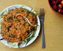 Kremowy sos z malinowych pomidorów i soczewicy