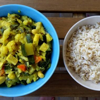 Curry z cukinii i kalafiora